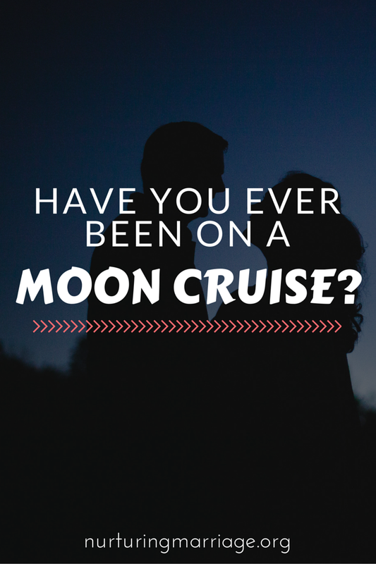 Ah, this is such a good date idea + ritual for couples. I love it! I want to go on a moon cruise!